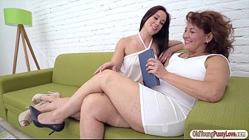 Femdom manga Minnie manga is pussy licked and fingered by mature red mary
