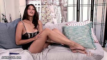 Sexy Black Haired Lola Pearl Rubs Her Clit On The Couch