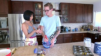 Brazzers - Milf Veronica Avluv gets some young cock
