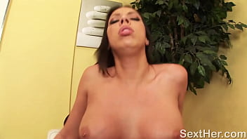 Busty Rachel Starr Gives Head