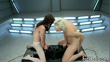Sybian bdsm - Squirting lesbian babes pussy toyed by machine
