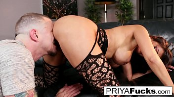 Indian MILF Priya makes her cumback with her 1st onscreen dick in 6 years!!