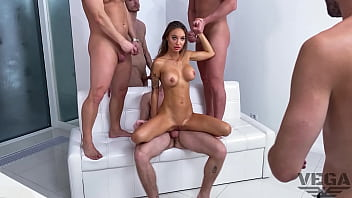 MONICA FOX FIRST DOUBLE PENETRATION GANG BANG WITH 4 GUYS LEGAL PORNO BACKSTAGE