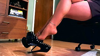 Free heel high leg stocking tgp Erotic hypnotist using her high heel to mesmerize