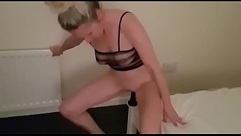 Coverhanysy pretty mature woman entertains herself with a dildo