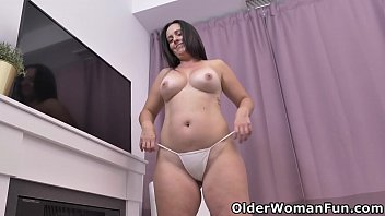 Canadian mature Brandii plays with her hot pussy