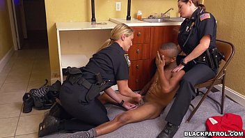 Free cop dick - Cops suck black dick after arrest