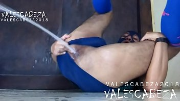 ValesCabeza231 ASS PISSING 2 ano meando 2 FOR SPEEDO FETISHIST