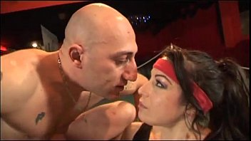 Boxer prefers to fuck a hot brunette in the ring