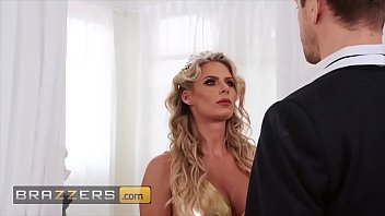 Horny milf (Phoenix Marie) jumps all over that dick - Brazzers