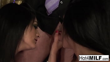 Busty brunette twin strippers double team their favorite client