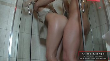 Stadning Fucking in The Shower! Water Plump and Plump! AliceMargo.com