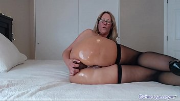 Horny Milf Uses BBC toys In Pussy and Ass