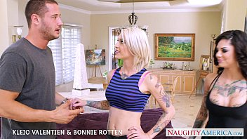 Sexy babes Kleio Valentien and Bonnie Rotten fuck in threesome pornhub video