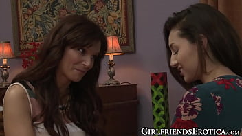 Tattooed lesbian mom knows how to suck young pussy