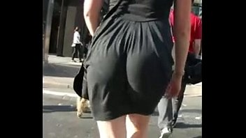 booty eating up her dress