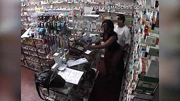 """The owner of the pharmacy gives the client a """"needle"""" and a hidden camera films everything"""