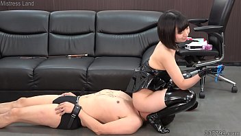 Petite Japanese Dominatrix Ai Facesitting and Face Trample
