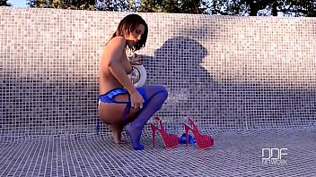 Ultra Sexy French babe fucks herself outdoors thumbnail