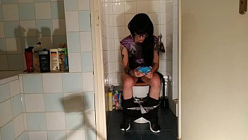 Sexy goth teen pee &amp_ crap while play with her phone pt1 HD