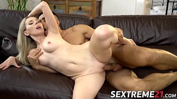 Gorgeous MILF enjoys passionate sex after giving fellatio
