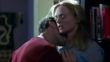 Graham heather upskirt - Heather graham desnuda en suavemente me mata killing me softly