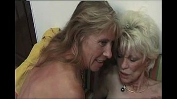 Mature discret women - Two french mature women rimming and strapon a guy