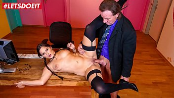 CoverLETSDOEIT - Sexy Babe Holly Banks It's Having A Good Time At The Office