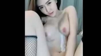 Live broadcast of Nong June's secret group playing with a fake cock and moaning.