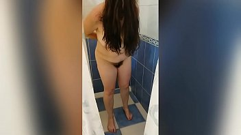Pamelita depilando su coñito peludo en la ducha / Pamela shaving her hairy pussy in the shower