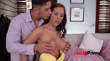 Loads of cum after pussy & titty fucking put a smile on Kyra Hot's face GP873 Vorschaubild