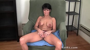 Yanks Kassandra Wild Works Playing With Her Pussy