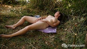 Yanks Michelle Rivers Plays In The Grass