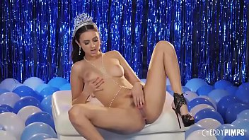 Beauty Queen 2021 Live On Stage When She Masturbates