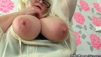 Amanda Degas A Mature Woman With Big Breasts Masturbates On The Desk