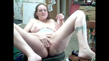 Moms Natasha Miller cums on her toy!