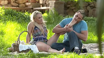 Damon Dice worships AJ Applegate's feet before and while screwing her.
