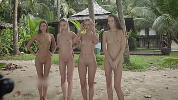 4 Nude Girls on a fotoshoot at Beach 20分钟