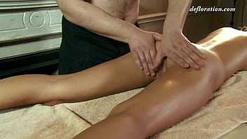 First Time Pussy And Body Massage By  A Sexy Masseuse