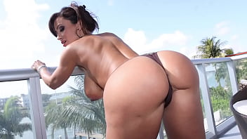 CULIONEROS  - Big Tits PAWG Lisa Ann Letting Bitches Know What's Up