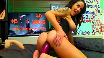 Caming with huge dildo on that ass at bitchescams.com