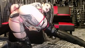 goth chick stretches asshole thumbnail