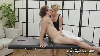Milf masseuse handling limping clients cock