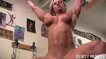 Muscular women sex you porn - Naked female bodybuilder shows off big clit