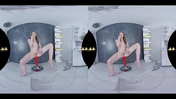 Redhead toys her pee soaked pussy - Virtual Porn