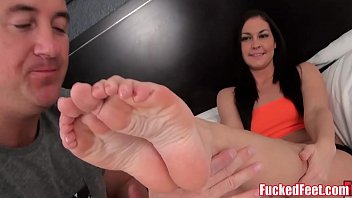 Brittany Shae Gives Soft Feet Footjob! porn thumbnail
