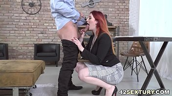 Squirter Boss Having Sex With Big Cocked Employee 6分钟