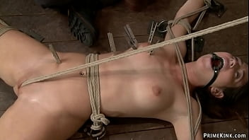 Petite sub made walking on crotch rope 5分钟