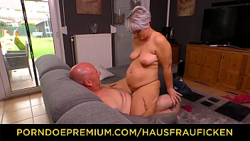 HASFRAU FICKEN – Curvy mature with glasses home sex
