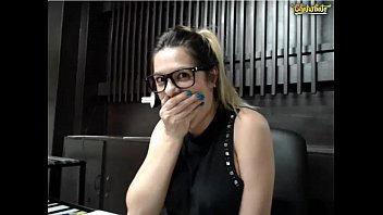 Pariswells ohmibod in the office flash tits